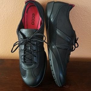 Ecco Leather/Mesh Sneakers!! LIKE NEW!